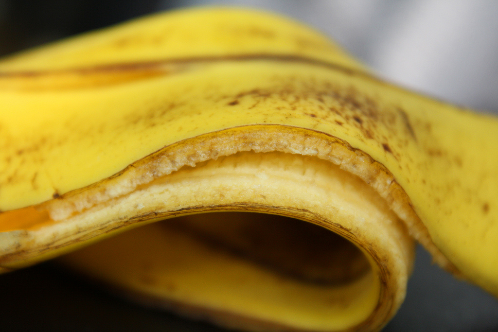 5 Banana Peel Beauty Hacks