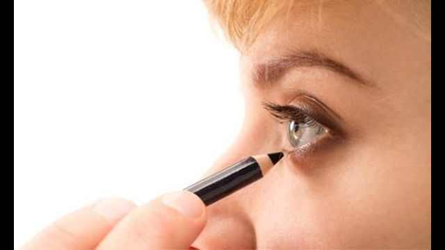 15 Genius Eyeliner Hacks Every Woman Needs to Know