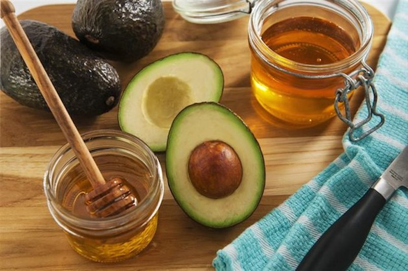 AVOCADO AND HONEY ON CUTTING BOARD