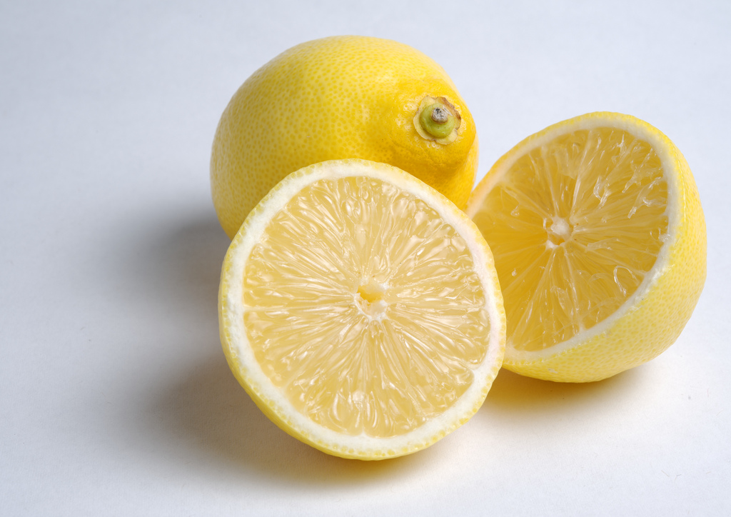 8 Beauty Uses For Lemons