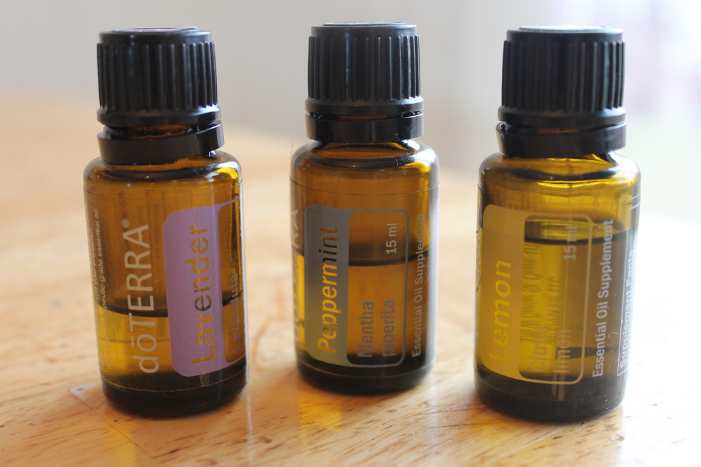 21 Essential Oils & What They Fix