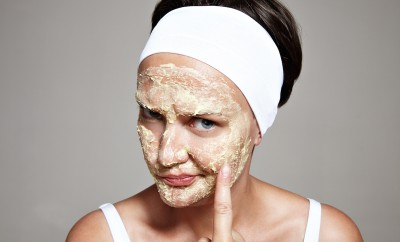 woman is not satisfied with her skin