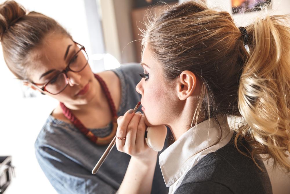 15 Makeup Artist Tricks Anyone Can Apply