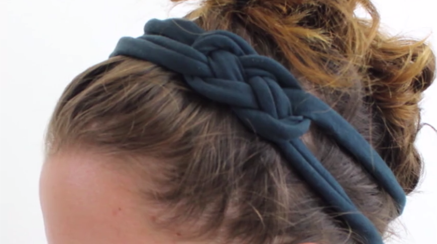 How to turn a pair of tights into an adorable headband without sewing