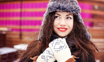 stylish-happy-woman-with-long-red-wavy-hair-smiling-on-the-frosty-winter-street-happy-girl-with-red-lipstick-stylish-winter-outfit-street-fashion-look