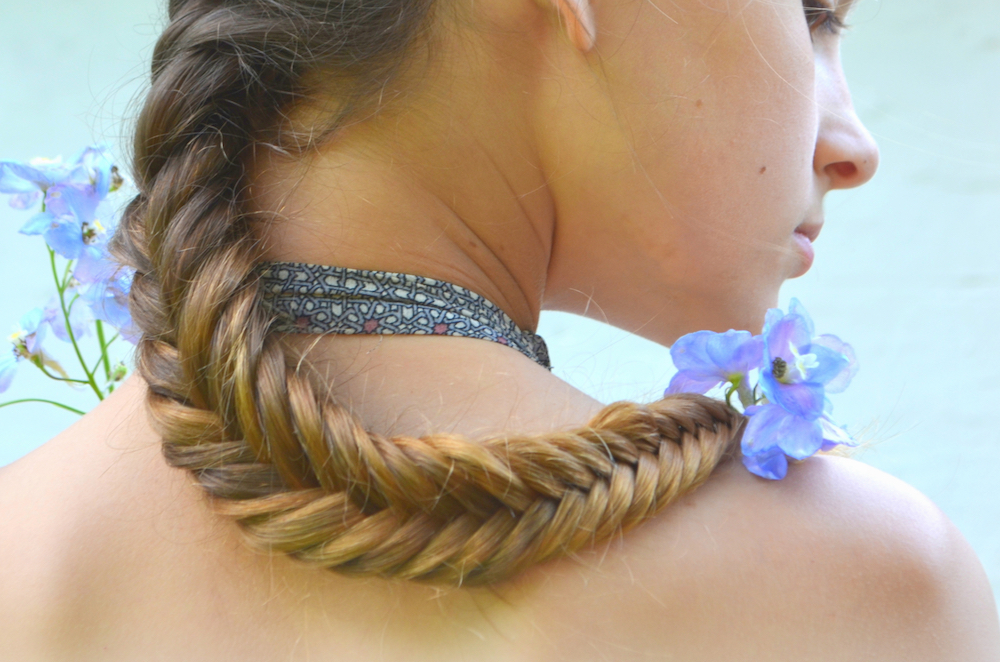 How to give yourself a fishtail braid