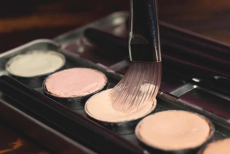 What does concealer do? And how to apply it correctly