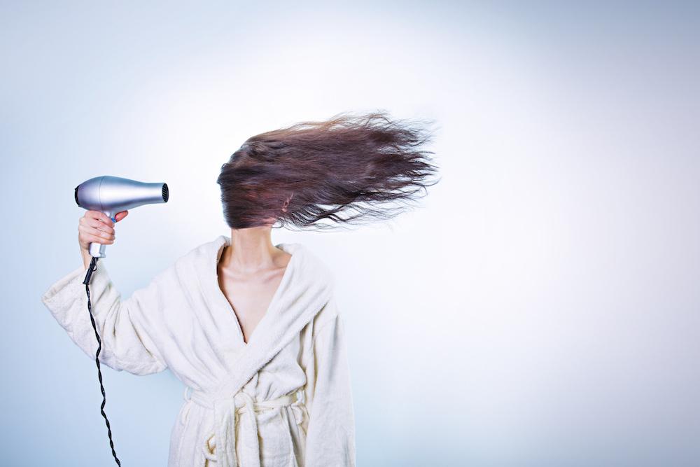How to tease hair