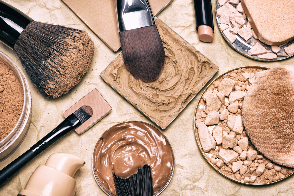 difference between concealer and foundation