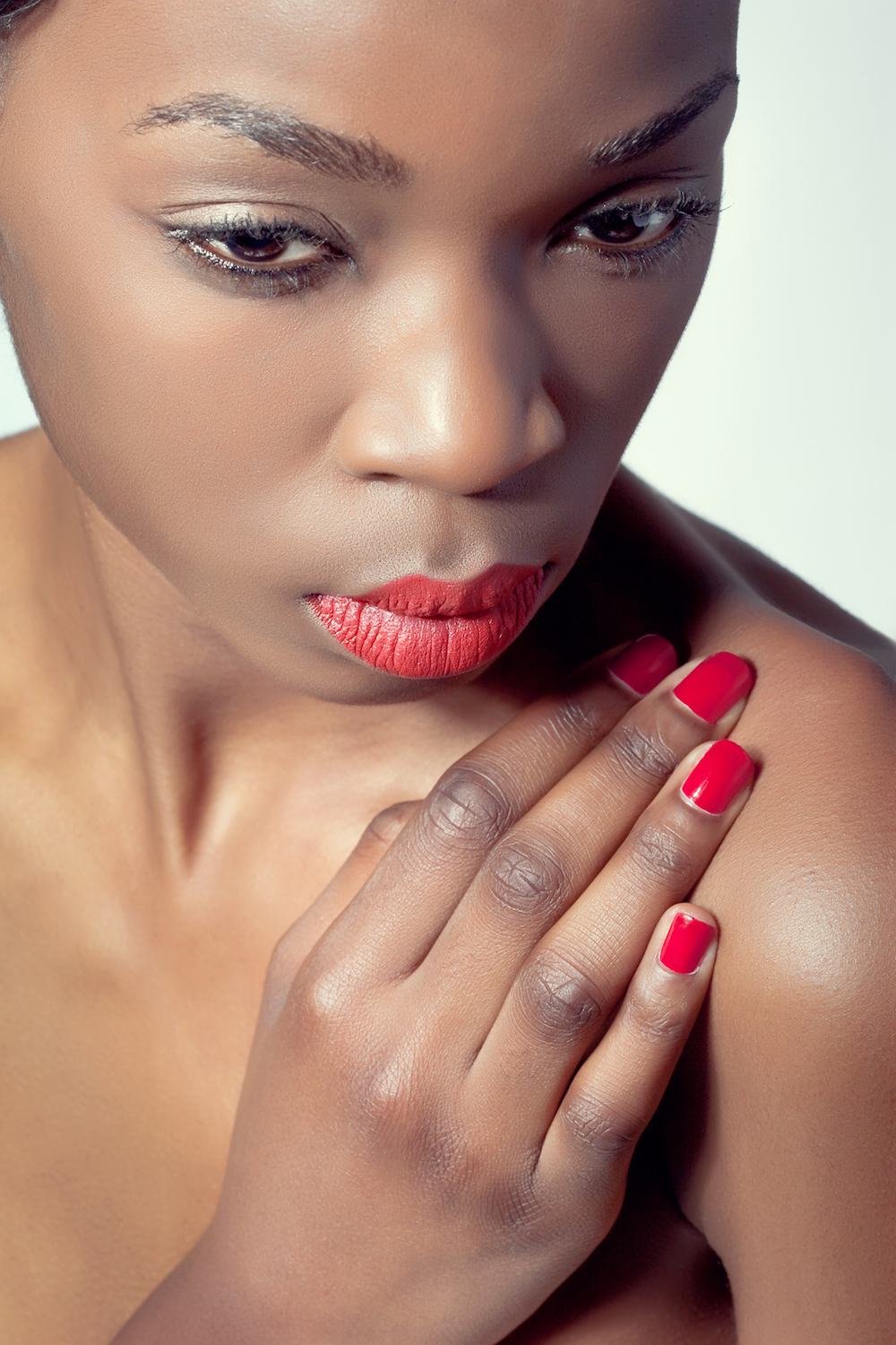 4 Misconceptions of Choosing Nail Colors for Brown Skin