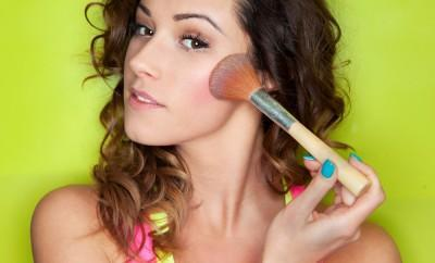 Contour for Round Face, Applying make up concept, woman with cosmetic brush