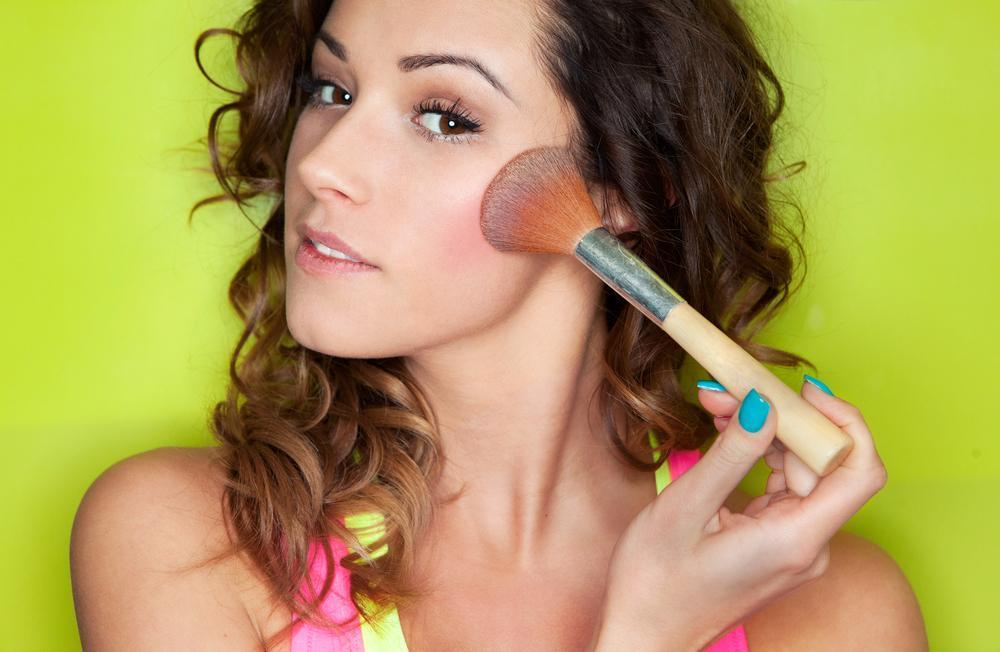 Applying make up concept, woman with cosmetic brush, Contour for Round Face