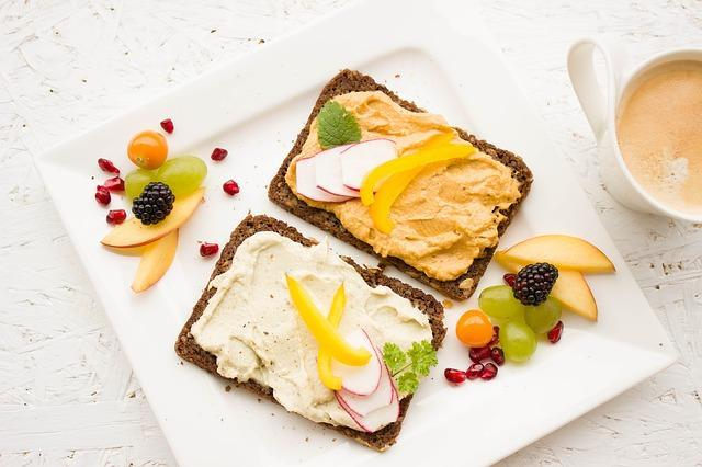 9 Healthy Breakfast Ideas For The Girl On The Go
